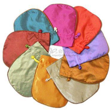 フィレ刺繍果実の小さな布の袋サテンの布のジュエリーギフトバッグ巾着空のキャンディー茶包装スパイスサシェコインポケット