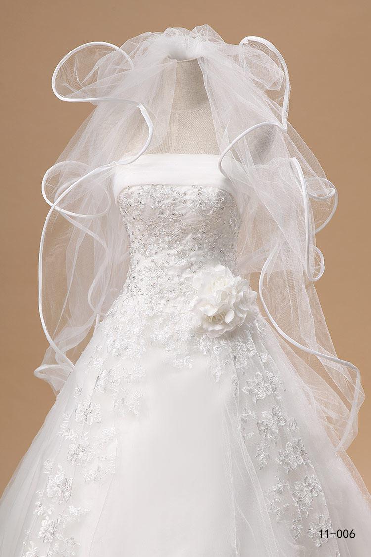 Neuf Bridal pas cher En stock 11006 Tulle Veil de mariage en cascade à volants 4 couches blanches / ivoire livraison rapide