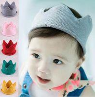 chapeau d'anniversaire achat en gros de-Bébé Tricot Couronne Tiara Enfants Infant Crochet Bandeau Chapeau Chapeau Fête D'anniversaire Accessoires de Photographie Beanie Bonnet