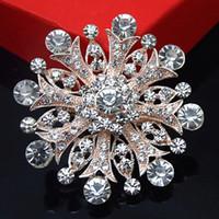 rose gold düğün broşları toptan satış-Büyük Kar Tanesi Kristal Düğün Broş Yeni Köpüklü Temizle Avusturya Kristaller Çiçek Pimleri Broş Ucuz Toptan Parti Elbise Pin Gül Altın