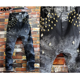 Mâchoire Croate Coréenne Pas Cher-Vente en gros-Nouvelle Arrivée Middle Low Level Denim Loose Harem Pantalon Drop Crotch Jeans Big Skull Personnalité Rivet Coréen Design Pantalons Homme