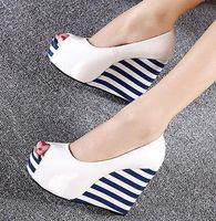 zapatos de rayas de la marina al por mayor-Dulce rayas azul marino zapatos de cuña blancos plataforma peep toe cuñas zapatos de charol negro 2 colores tamaño 35 a 39