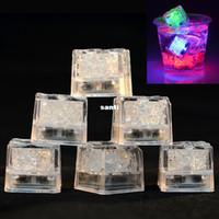bar buz küpleri toptan satış-LED Buz Küpleri Bar Hızlı Yavaş Flaş Otomatik Değişen Kristal Küp Su-Actived Işık-up Için 7 Renk Romantik Parti Düğün Xmas Hediye