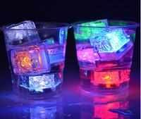 yeni romantik led ışıklar toptan satış-Yeni Gelmesi Xmas Hediye Romantik LED Buz Küpleri Hızlı Yavaş Flaş 7 Renk Otomatik Değişen Kristal Küp Parti Düğün Su Aktive Light-up