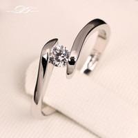 anillo de diamante torcido al por mayor-Clásico corte redondo CZ Diamond Boda / Anillos de compromiso Color plateado plateado Moda cristal joyería torcida para hombres y mujeres DFR198