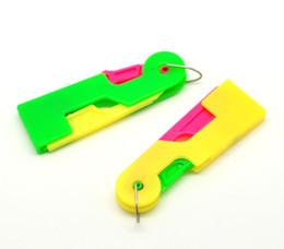 Wholesale Needle Threaders Wholesale - Wholesale-Free Shipping 10 Plastic Automatic Needle Threaders 6.7x2.2cm Elderly Easy To Use