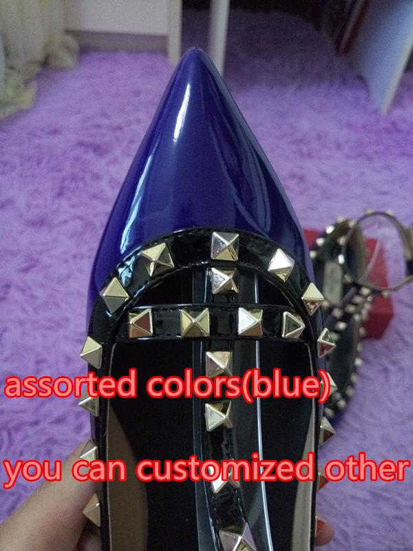 Blau mit schwarzen