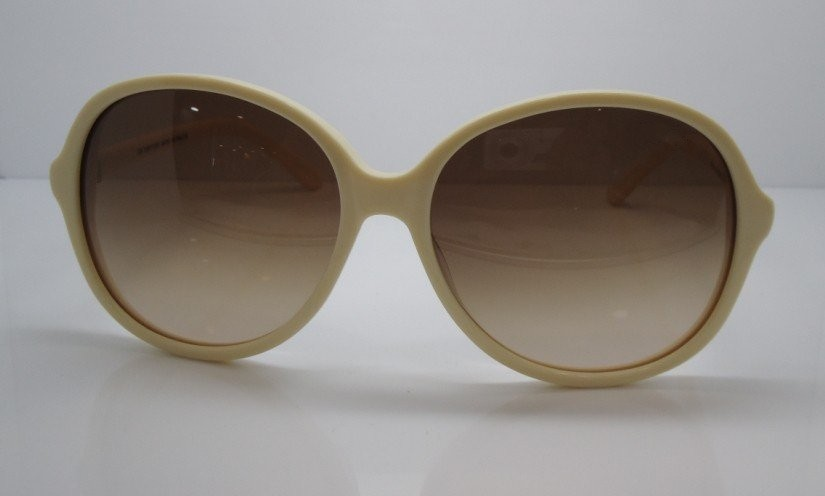 Pirinç beyaz çerçeve kahverengi lens