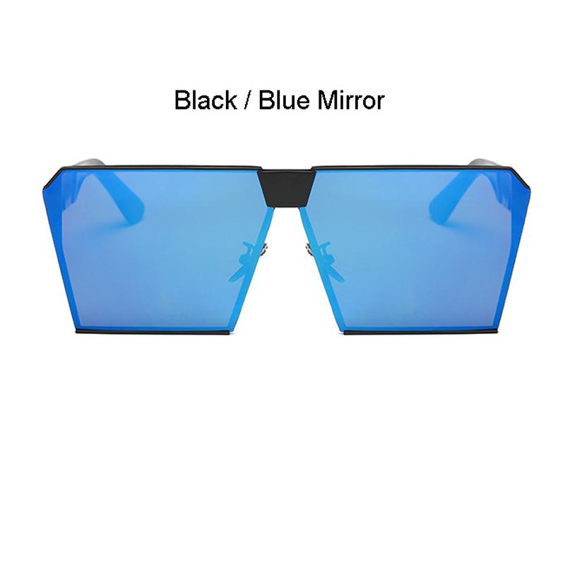 Schwarzer Rahmen Blauer Spiegel