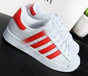 Weiß mit roten
