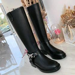 Siyah + uzun çizmeler