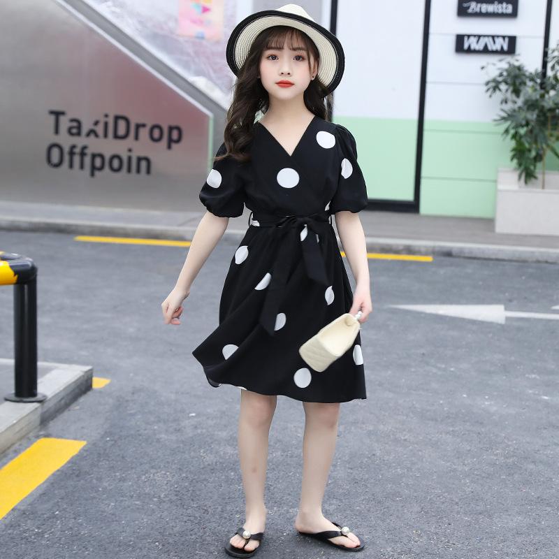 Lunar blanco vestido de Negro