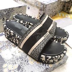 Black 5cm heel