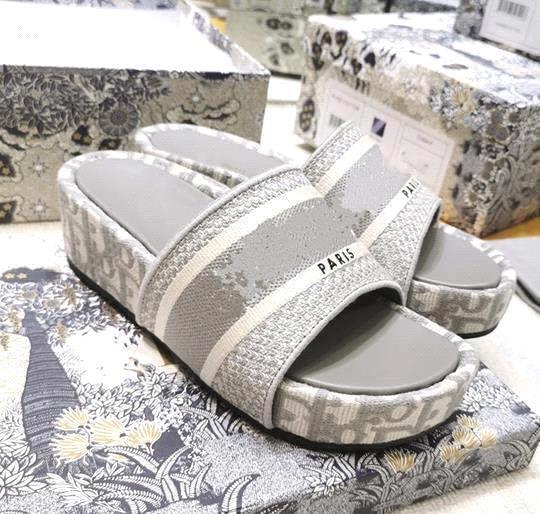 Grey 5cm heel