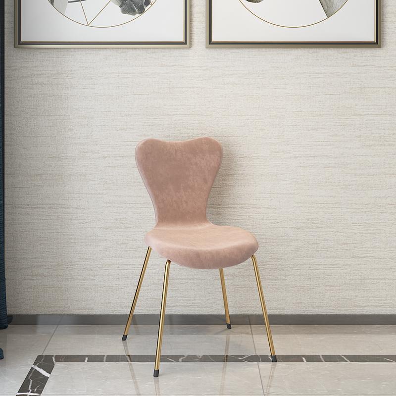Pembe sandalye