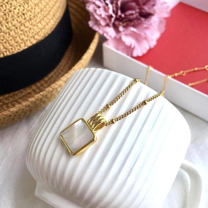 collar de oro blanco
