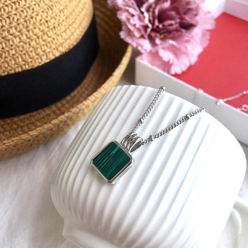collar de plata-verde