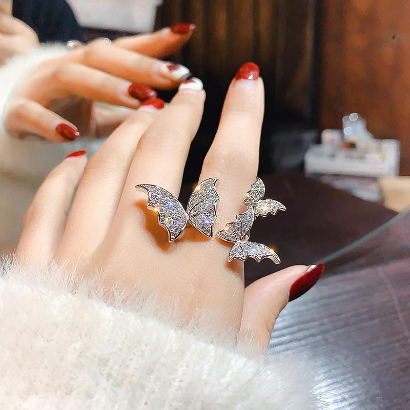 Tres mariposas