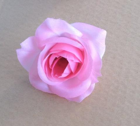 media colore rosa,