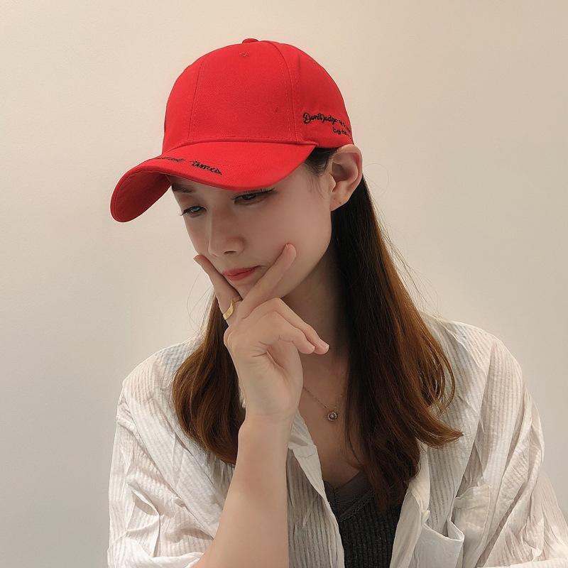 Hat женщин женские весной и летом корейский алфавит вышивка шапки шапки шапки, шарфы перчатки пик шапка случайные дикие бейсболки Студентски