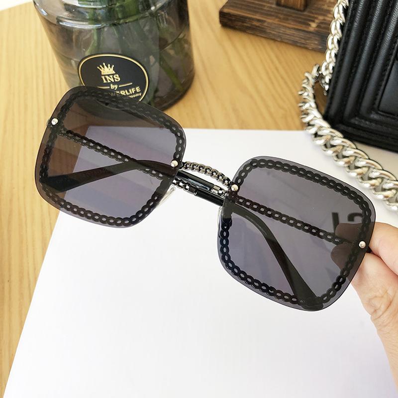Luxury cornice quadrata occhiali da sole della decorazione del Rhinestone Donne UV400 Retro Marca catena in metallo Shades Summer Sun Glasses for Female
