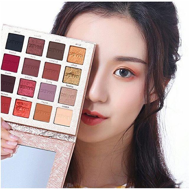 Großhandel DHL 16 Farben Charming Lidschatten-Palette Matte Shimmer Pigmented Lidschatten Pulver Beauty Glitter Langlebige Make-up Kosmetik