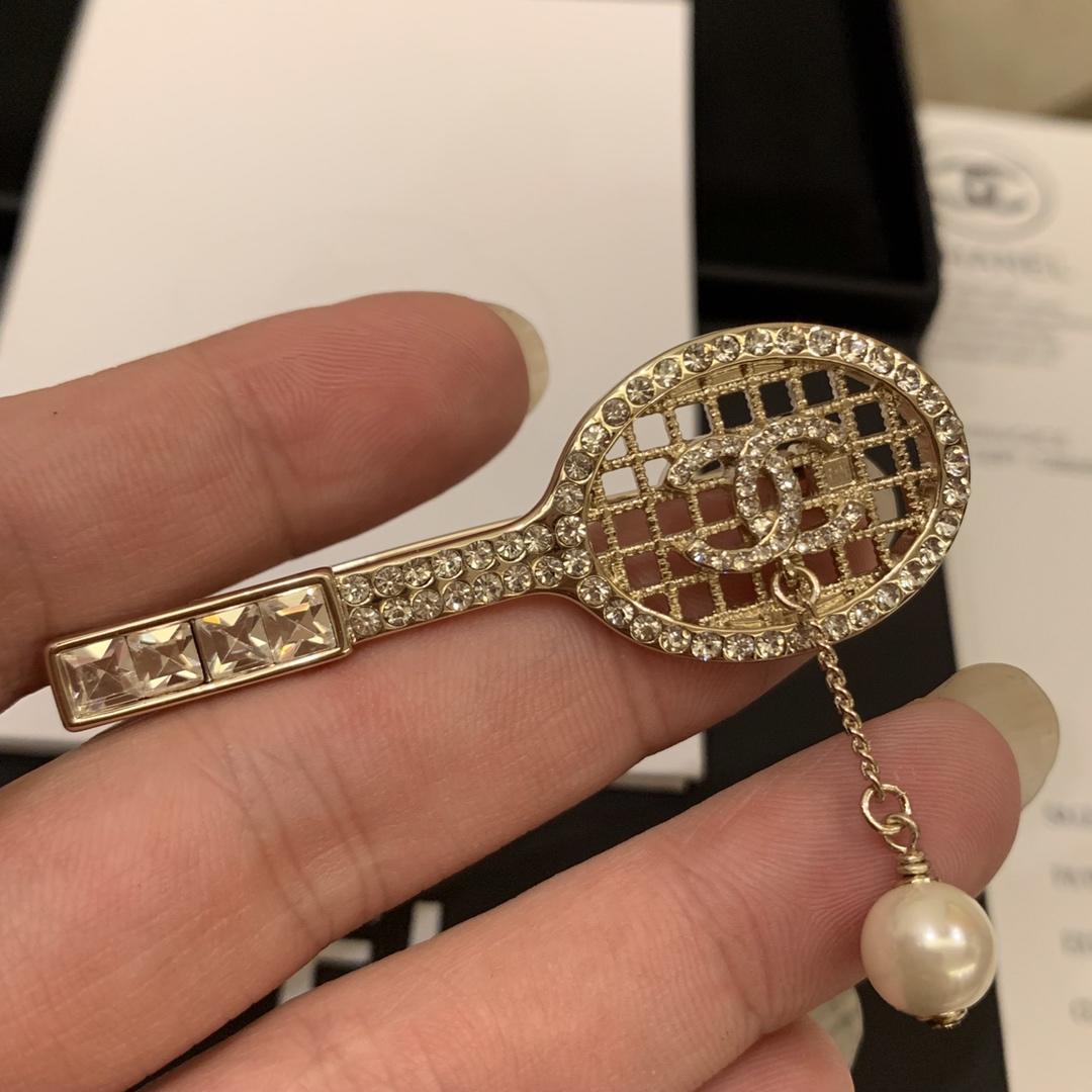 19ss Broschen Perle Tennisschläger Modellierung Diamantkette Perle Corsage Marke Pullover Broschen Schals Schnalle Stifte Schmuck Geschenk c-k1