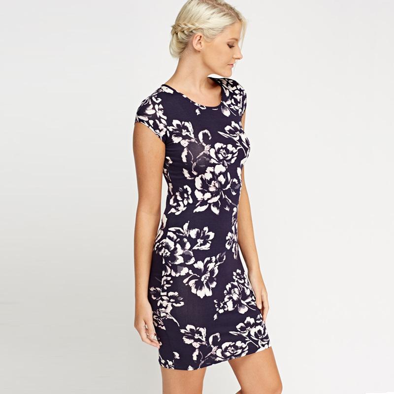 Женская летняя одежда Girl New 2019 Оптовое предложениеЖенская одежда Футболки с принтом Dew Back платье в юбке