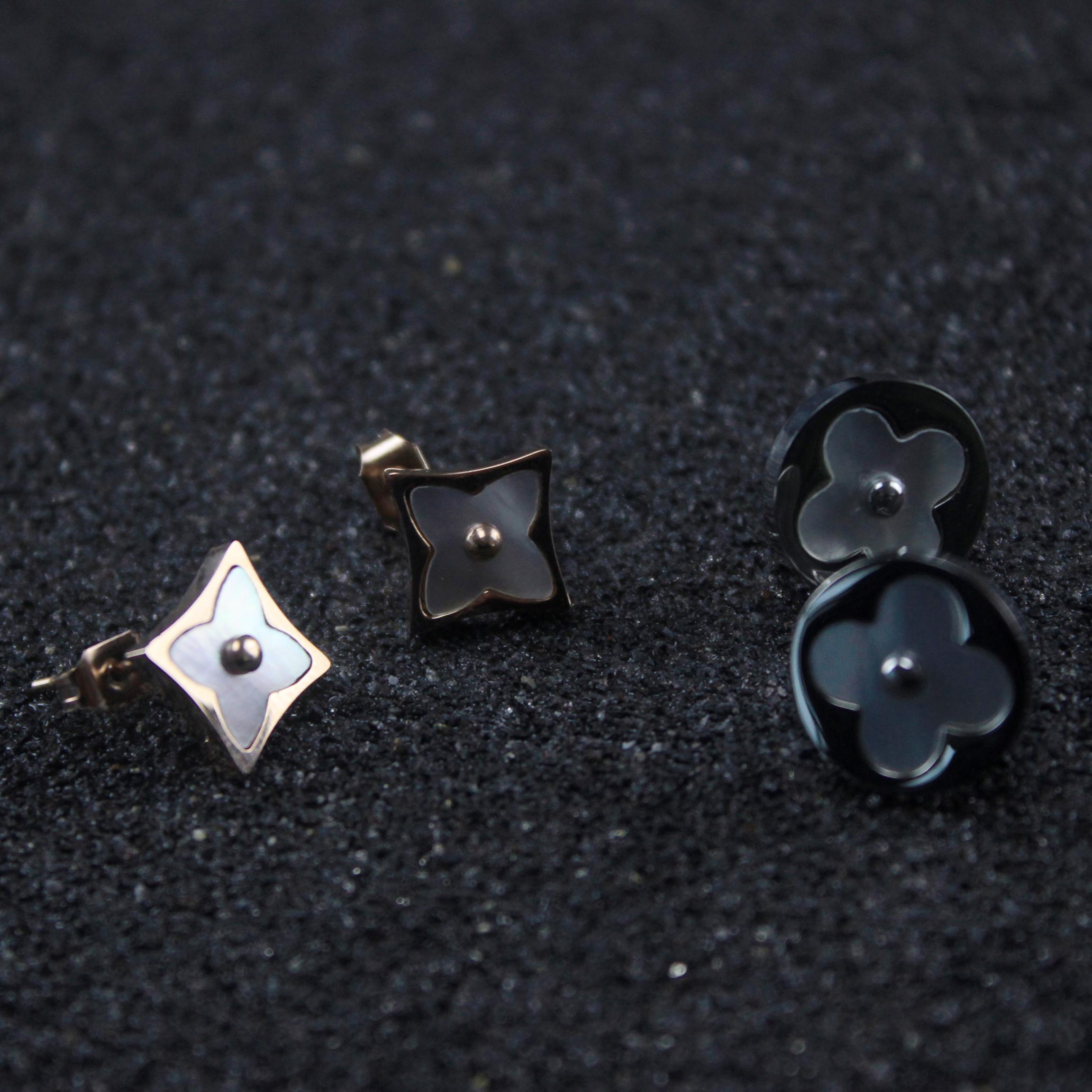 Ohrringe`Ohr Schmetterling in Perlmutt natürliche Weiß Super niedlich Geschenk