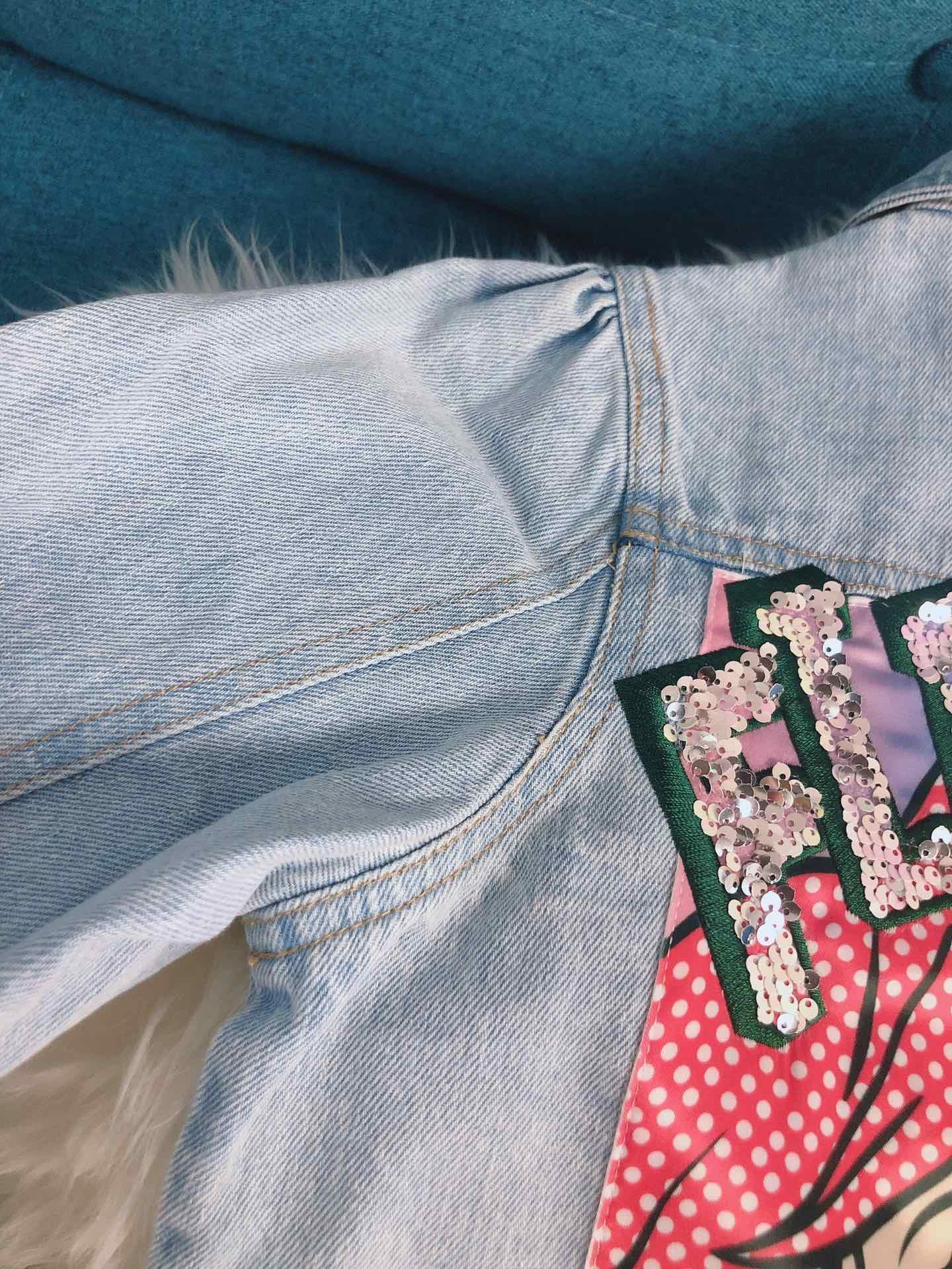 Giacca di jeans Ragazza Nuova moda Icone classiche di cartone animato Risvolto di stile Bambini lunghi Primavera Autunno Ricamo fiore cappotto caldo bambini