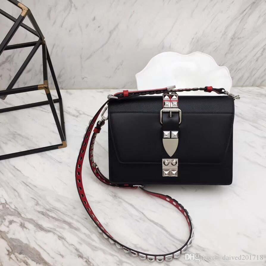 European classical style luxury Milan new handbag bag bag made of leather Rivet shoulder straps royal banquet ladies bag gem buckle; belt f