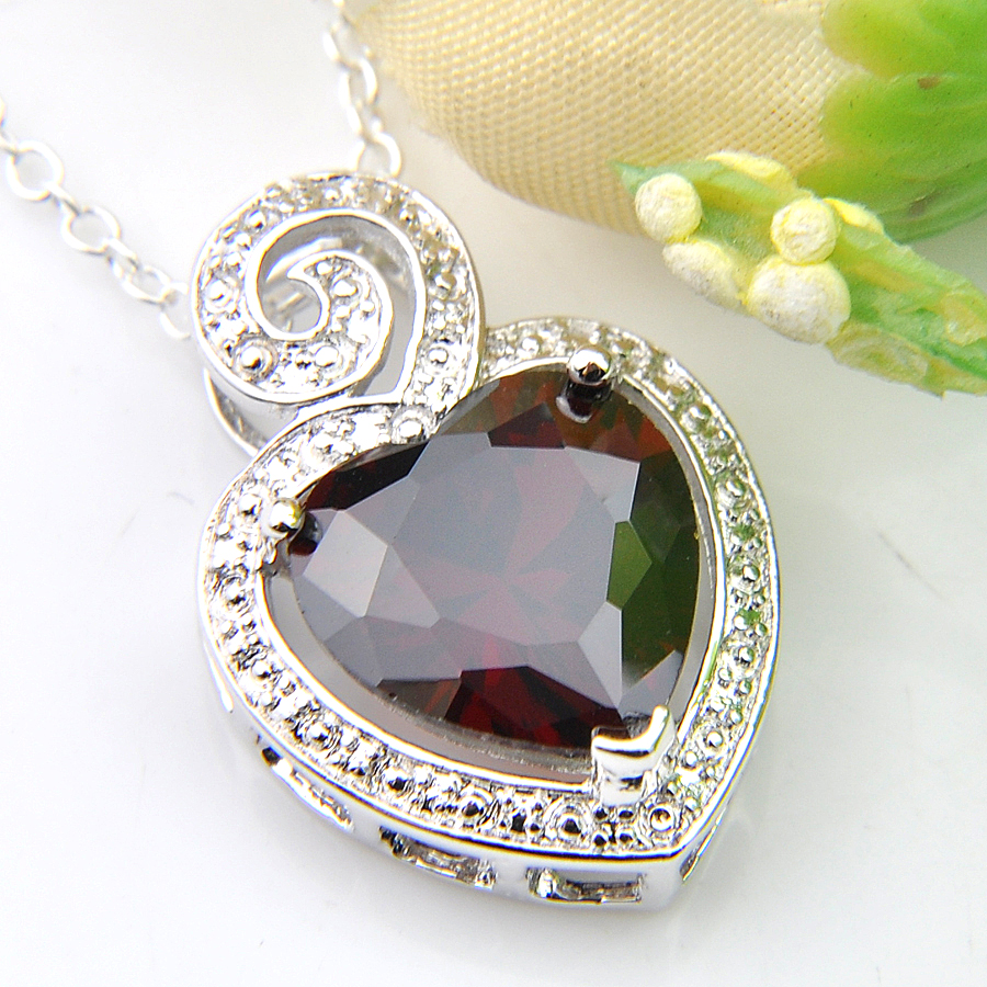 Unique Gift Love Heart Natural Olive Peridot Solid Silver Woman Necklace Pendant