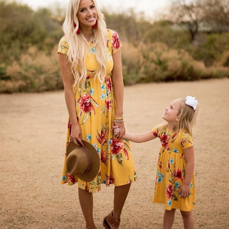 Mother Daughter Bohemian Maxi Dress Family Look Matching Outfits 2018 Short Sleeve Mommy and Me Floral Swimwear Dresses Clothes (10)