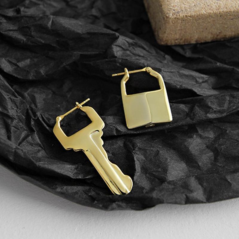 925 Sterling Silver Asymmetric Lock And Key Hoops Earring Gold Earring Small Geometry Ear Buckle Elegant Women Everyday Earring