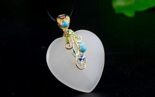 Fine Jewelry China's Unique Fashion Natural White Jade Carved Heart Shape Pendant Necklace