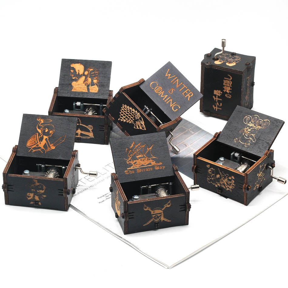 Xmas Music Box Wooden Engraved Queen love Mom Dad Kids Gift Christmas  Ornament