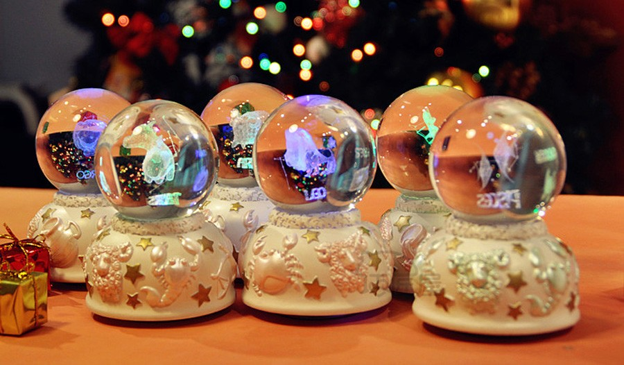Crystal ball music box (10)