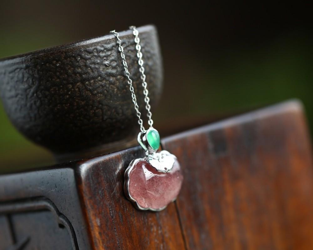 Damenschmuck 2019 Frühsommer neue Mode Erdbeer Kristall Wunsch Anhänger Sterling Silber feinen Klassiker