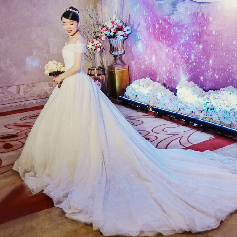 2019 White Color Fashion Popular New light wedding dress Korean version bride's long tail dream and simplicity
