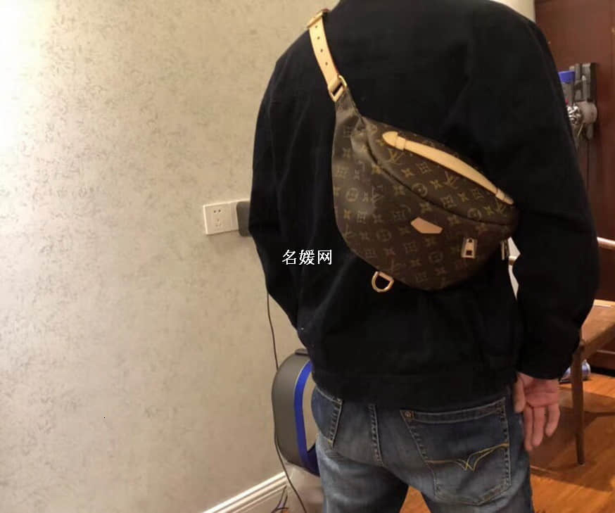 /  BUMBAG couple pockets new old flower chest bag Messenger bag M43644 star with the paragraph