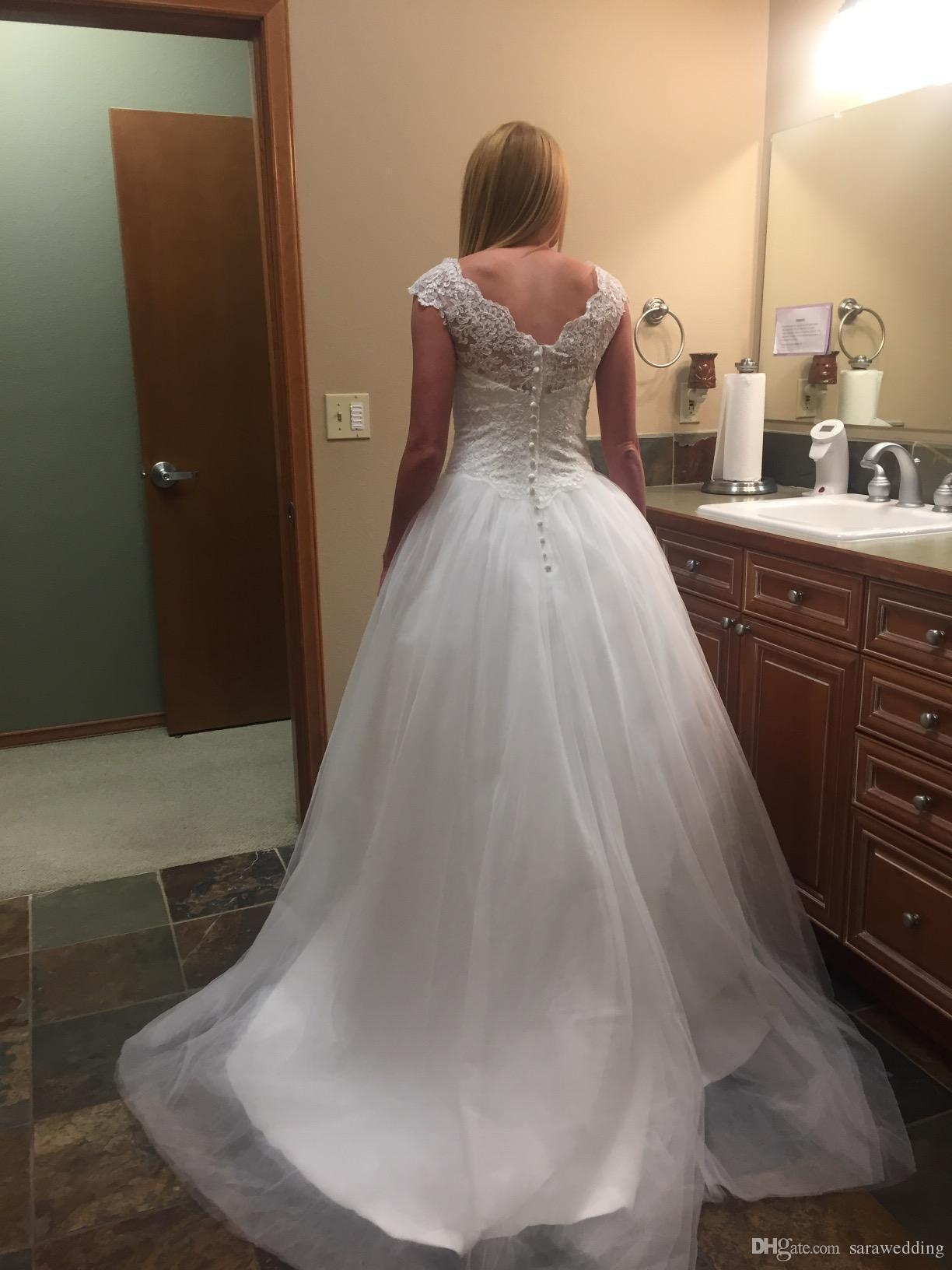 Lace Tulle Ball Gown Wedding Dresses with Appliques 2018 Boho Wedding Gowns Button Back Bridal Dresses