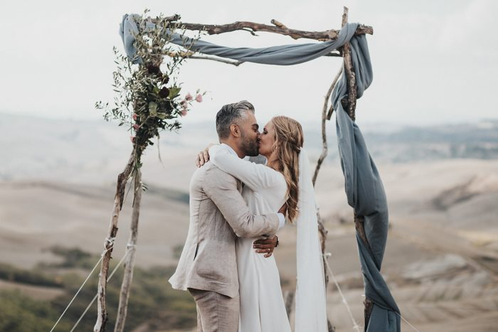 simply-beautiful-tuscan-wedding-at-the-lazy-olive-4-events-39-700x467