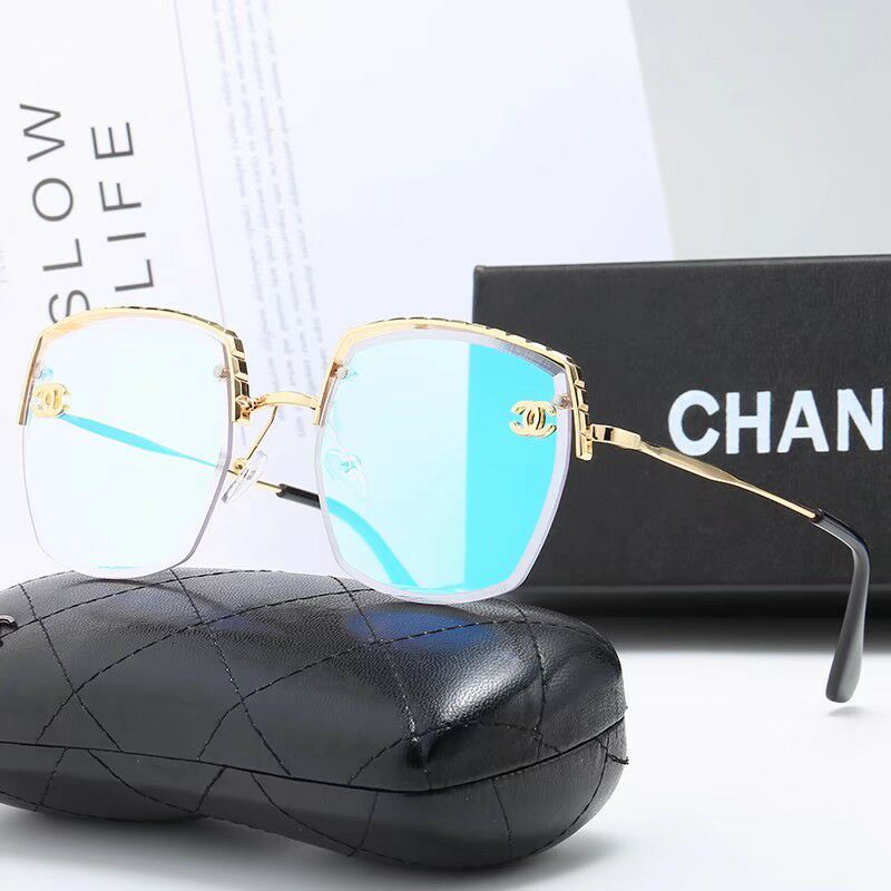 The new sunglasses are on the market and the quality is quite good necessary outdoor glasses, both men and women have guaranteed quality, ou