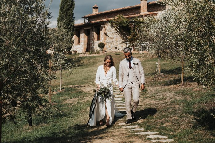 simply-beautiful-tuscan-wedding-at-the-lazy-olive-4-events-27-700x467