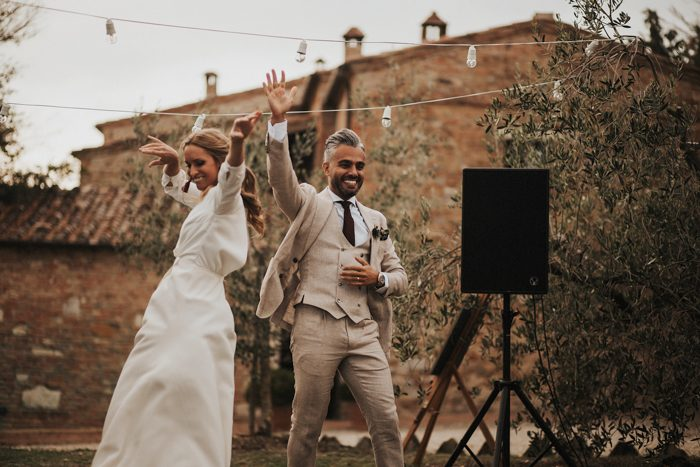 simply-beautiful-tuscan-wedding-at-the-lazy-olive-4-events-56-700x467