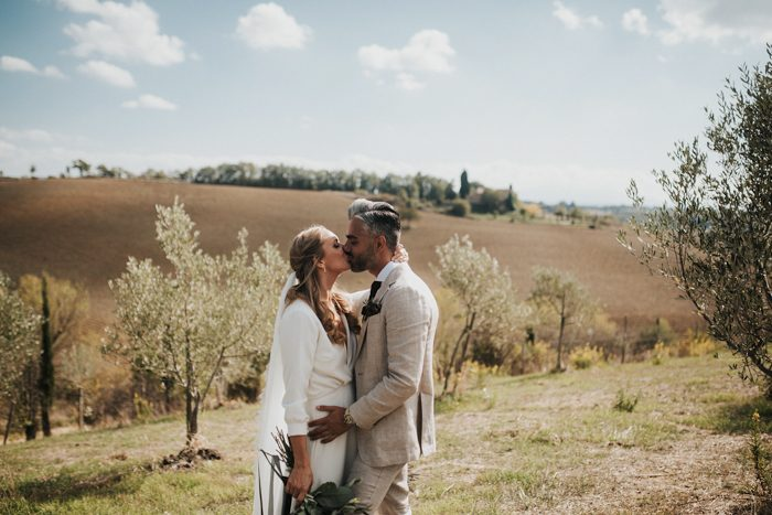 simply-beautiful-tuscan-wedding-at-the-lazy-olive-4-events-16-700x467