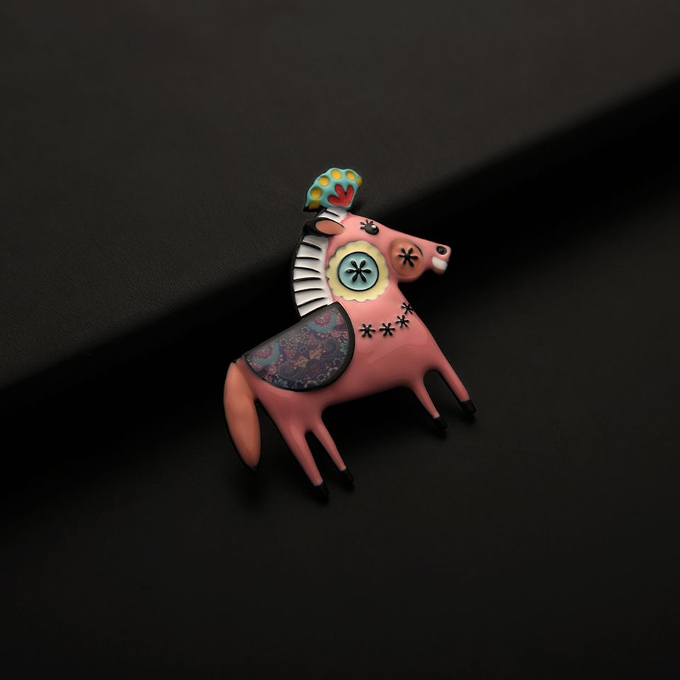 Cute Scarf Pink Colt Brooch Pins for Girls Gift Enamel Alloy Cartoon Horse Animal Brooch Woman Luxury Jewelry Women Accessories