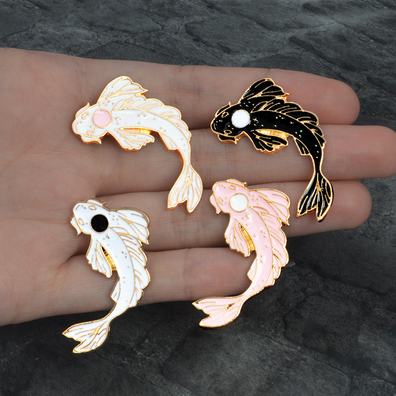 Cat LINDO Esmaltada Broche con el traslado de hueso de pescado