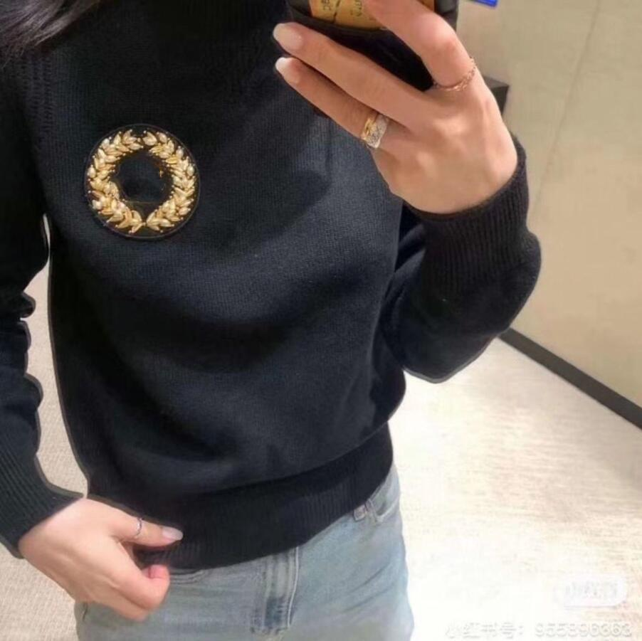 2020 Autumn winter new golden emblem Pearl pearl round neck high quality sweater blouse for women