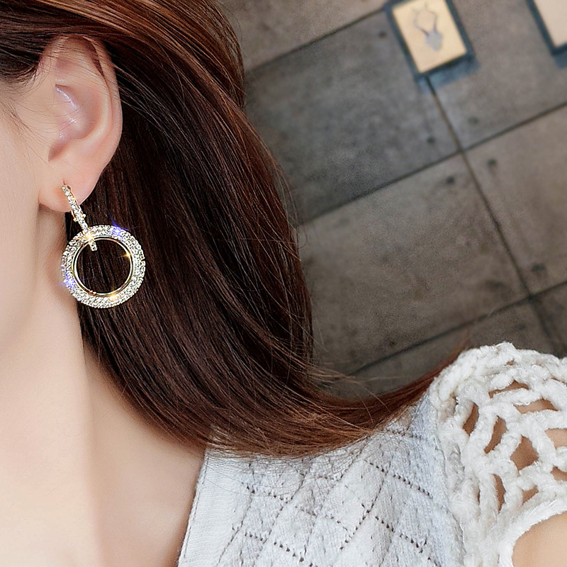 2018-New-Arrival-Metal-Classic-Geometric-Women-Dangle-Earrings-Korean-Fashion-Temperament-Circles-Earrings-Exaggerated-Gift (1)